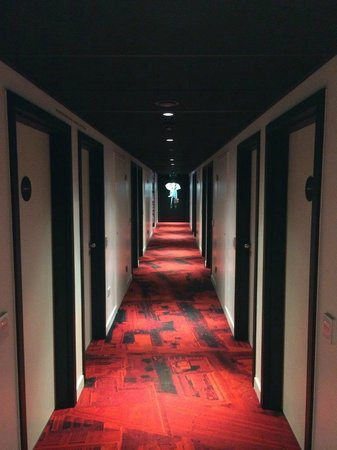 citizenM London Bankside: Corridor - cool atmosphere