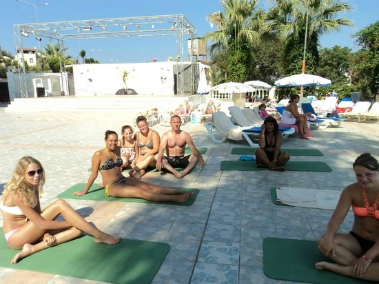 Palmin Hotel: kazanılan dostluklar - yoga da :)