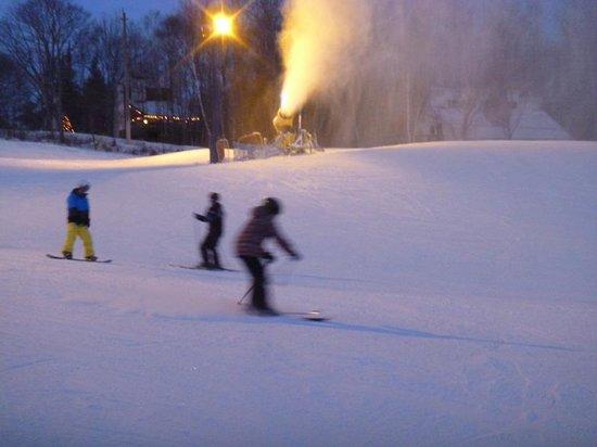 Hidden Valley Resort: night time skiing