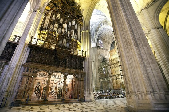 Seville Cathedral (Catedral de Sevilla): Enormous pillars inside the church