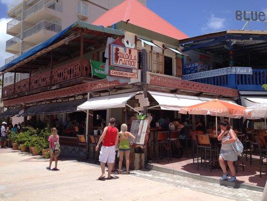 Blue Bittch Bar : Front of restaurant