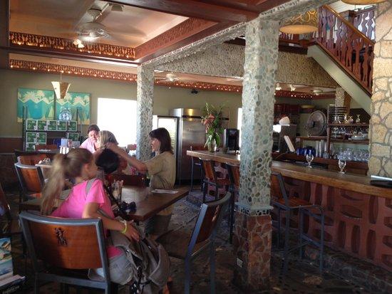 Blue Bittch Bar : Inside Taloula's