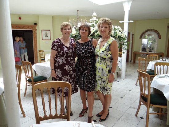 PowderMills Hotel & Restaurant: me in center 50! with friends