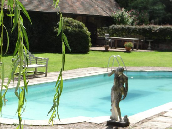 PowderMills Hotel & Restaurant: Lovely pool