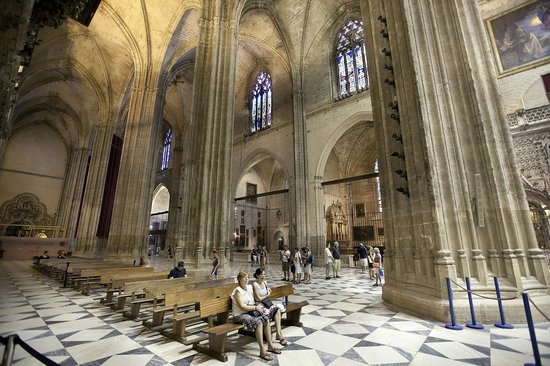 Catedral de Sevilla: You won't believe how enormous this cathedral is
