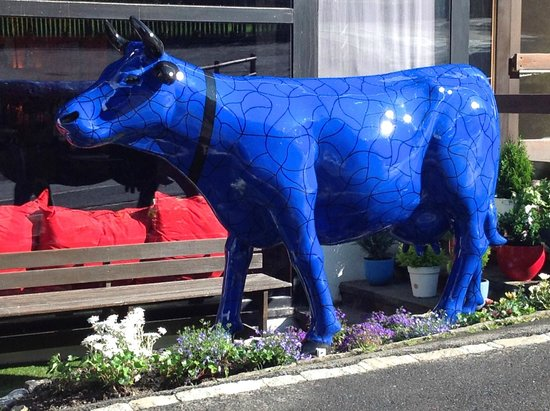 Champery, Switzerland: Le Mitchell's se transforme et devient La Vache Bleue