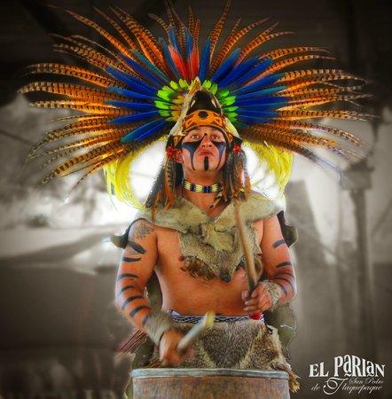 Alegria, Canto y Tradicion En El Parian De San Pedro Tlaquepaque