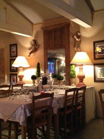 Yelloh! Village Le Sérignan-Plage : Inside the Villa restaurant in the Balneo complex