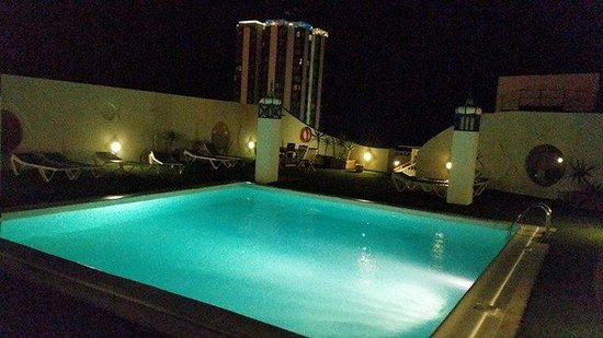 Lancelot Hotel: Pool on the roof