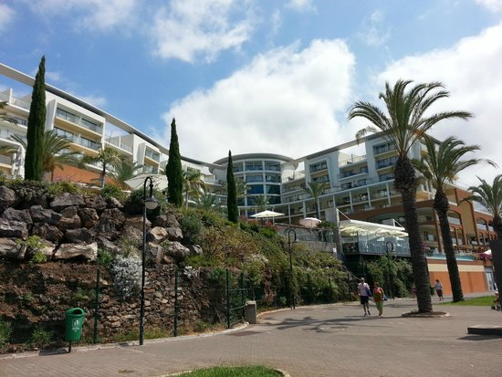 Pestana Promenade Ocean Resort Hotel: Hotel from the promenade at the rear