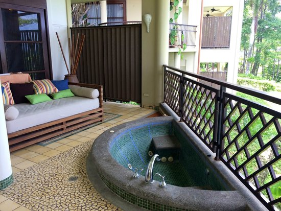 Arenas del Mar Beachfront & Rainforest Resort: Relaxation area by balcony