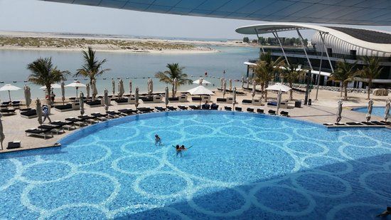 Jumeirah at Etihad Towers: Piscina principale