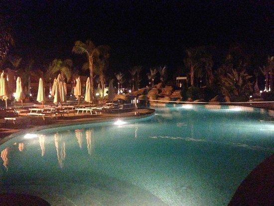 Stella Di Mare Beach Resort & Spa Makadi Bay: Ночная аллея