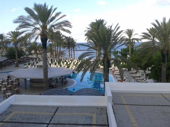 Constantinou Bros Pioneer Beach Hotel: view from the room
