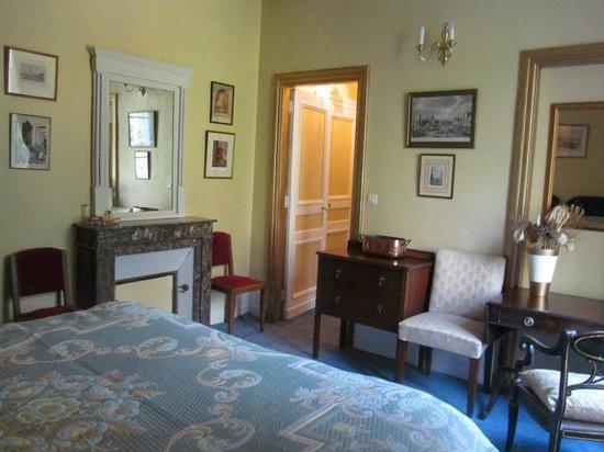 Chateau de Beaulieu: The Gold Suite