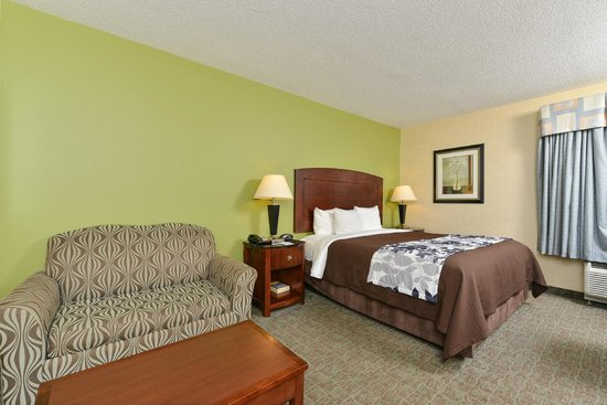Sleep Inn & Suites Upper Marlboro near Andrews AFB : King Suite with Pullout Bed