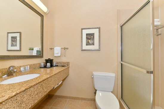 Sleep Inn & Suites Upper Marlboro near Andrews AFB: Bathroom