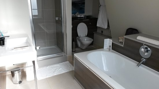 Taj 51 Buckingham Gate Suites and Residences: Bathroom