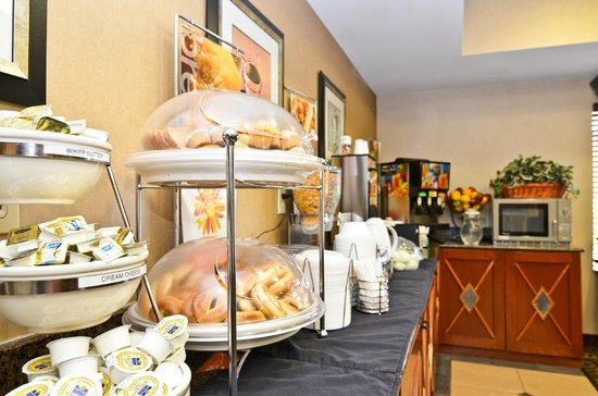 Sleep Inn & Suites Upper Marlboro near Andrews AFB : Breakfast