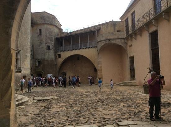 Château de Biron : cours interieure