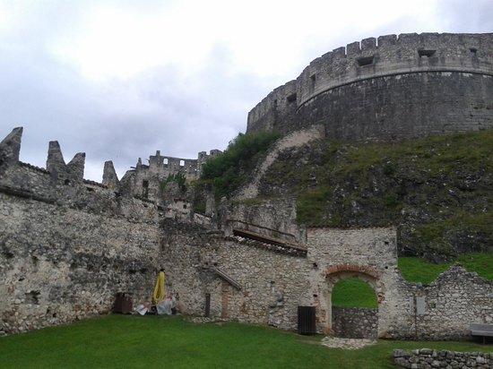 Castel Beseno: dal campo dei giochi