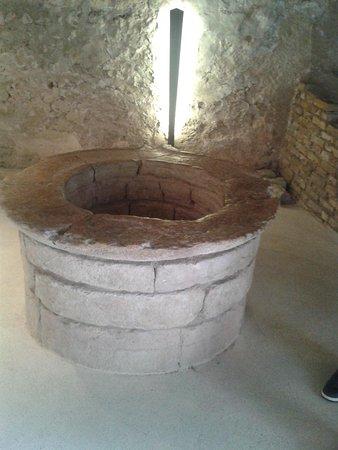 Castel Beseno: il pozzo interno