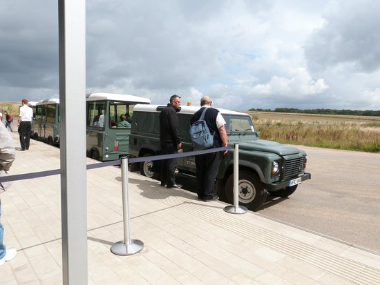 Stonehenge: land rover transport