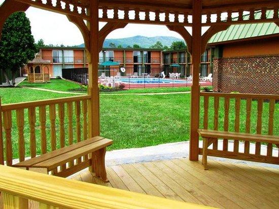 Baymont Inn & Suites Salem Roanoke Area: Outdoor spaces