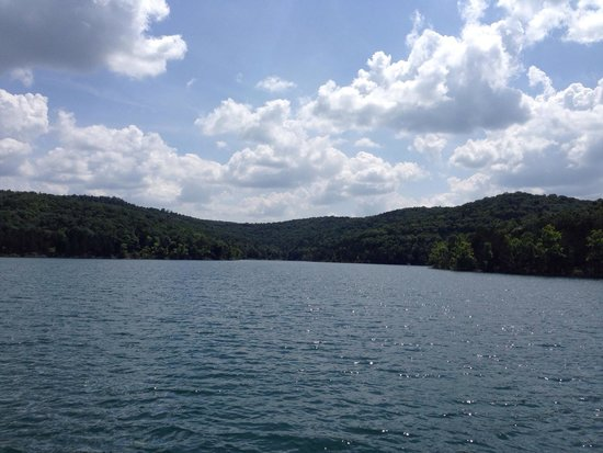 Table Rock Lake: Crystal clear waters