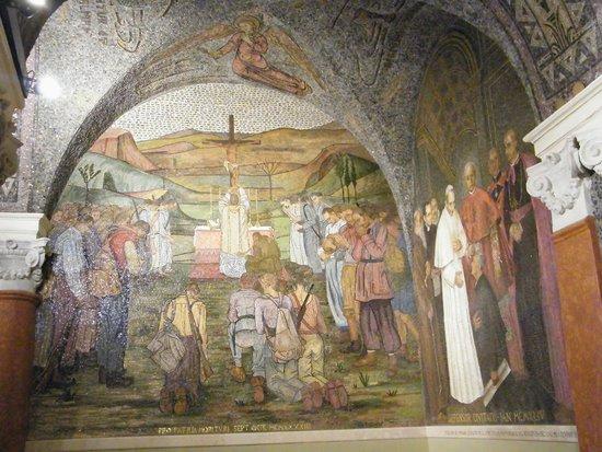 "Cattedrale di Sant'Emidio: cripta sant""EMIDIO,mosaici"