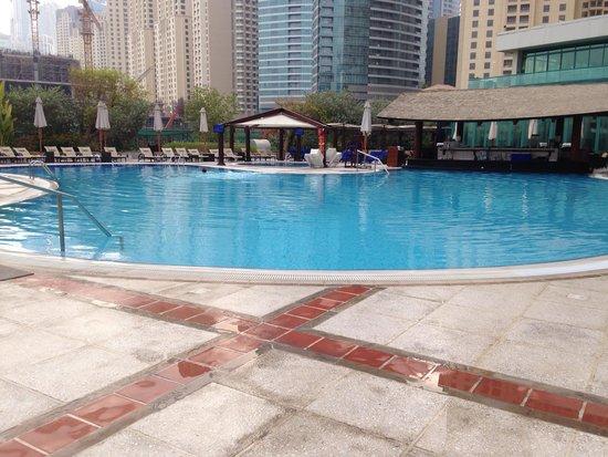 Hilton Dubai Jumeirah Beach: Poolside