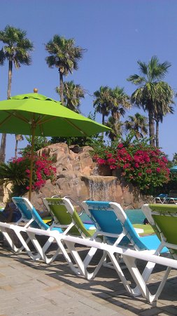 Isla Grand Beach Resort: pool area