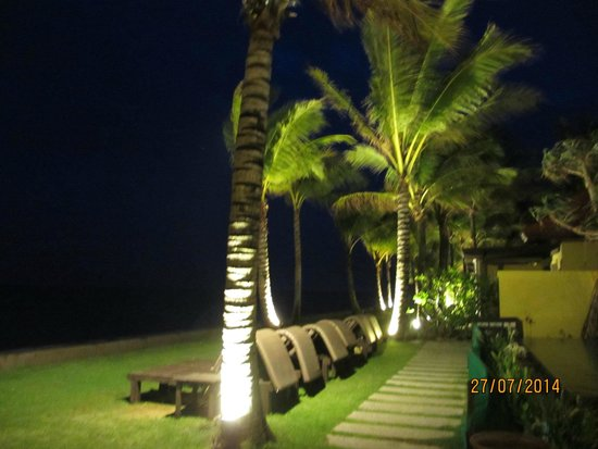 Chongfah Beach Resort: bLICK VOM sPEISESAAL