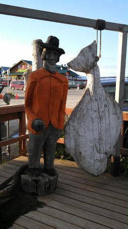 Captain Patties Fish House: Fun Statue out Front