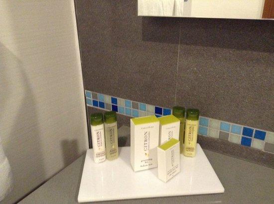 DoubleTree by Hilton Hotel Kusadasi: Bathroom Utilities