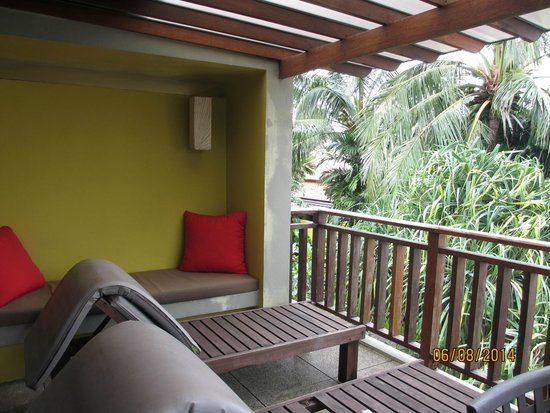 Chongfah Beach Resort: bALKON