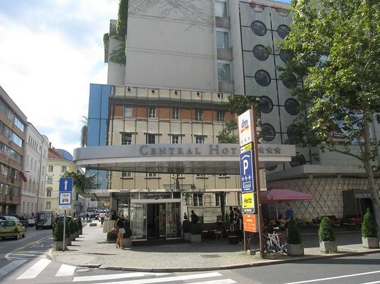 Central Hotel : From the street