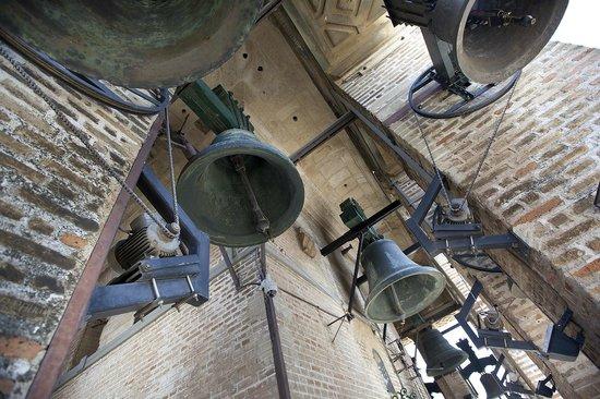 Torre Giralda: The church bells