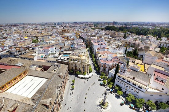 Torre Giralda: The town square, seen from the tower