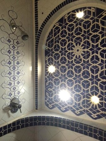 Posada Colonial: Fabulous tiled shower