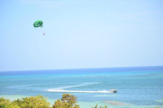 Iberostar Rose Hall Beach Hotel: Great shot of people parasailing
