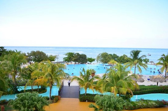 Iberostar Rose Hall Beach Hotel: Over-looking pool area