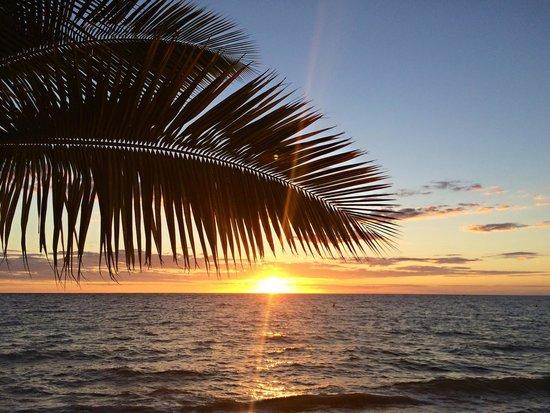 VOI Amarina resort : I tramonti dalla spiaggia dell'amarina sono unici, uno più bello dell'altro.