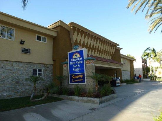 Americas Best Value Inn & Suites: Straßenansicht