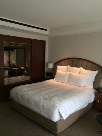 Park Hyatt Chicago: Comfortable king bed