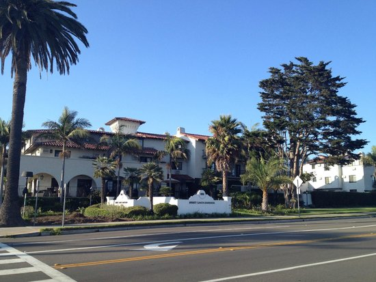 Hyatt Centric Santa Barbara: View from across the street at the beach
