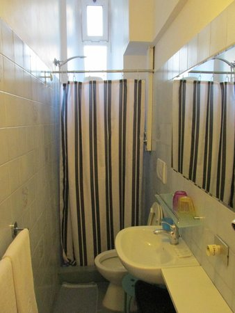 Hotel Boccaccio: Bathroom of room 6
