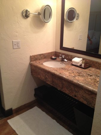 Hyatt Centric Santa Barbara: Bathroom