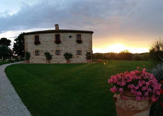 Podere Dionora: Dionora at sunset