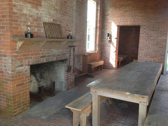 Fort Clinch State Park: Common eating area